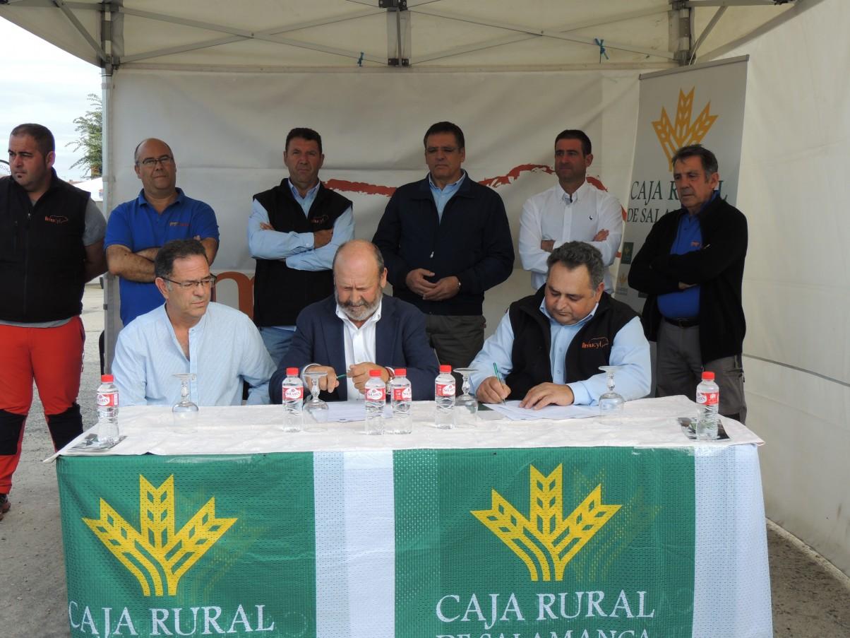FIRMA CONVENIO CAJA RURAL DE SALAMANCA - ASOCIACIÓN DE LIMUSÍN DE CASTILLA Y LEÓN