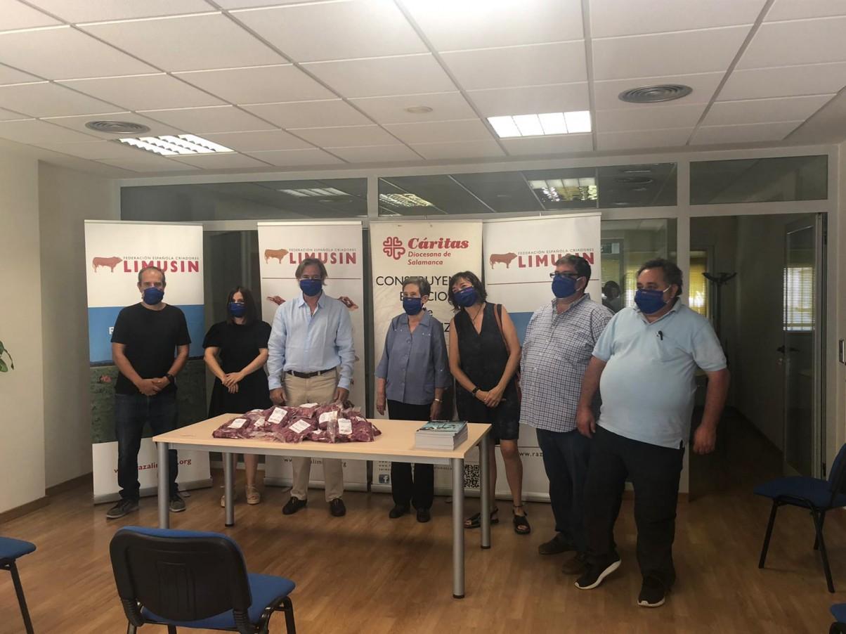 Limusín Solidario 2020: la Federación Española de Criadores de Limusín dona a Caritas Salamanca un Añojo de 550 Kilos